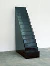Wolfgang Laib, Treppe, 2003, schwarzer burmesischer Lack auf Holz, 210 x 150 x 55 cm